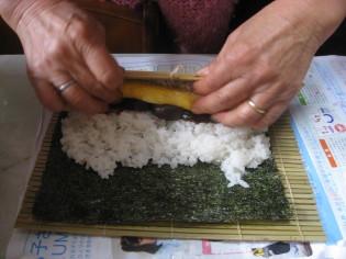 巻き寿司を作るば~ば