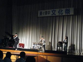 3人で太鼓の演奏♪