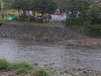 増水した石並川