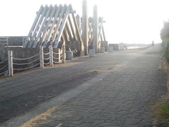 美々津海岸の遊歩道