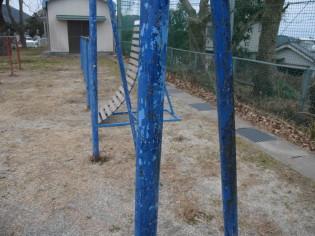塗装のはげた鉄棒