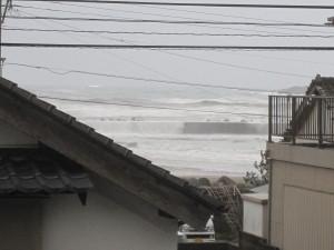 台風で荒れた海